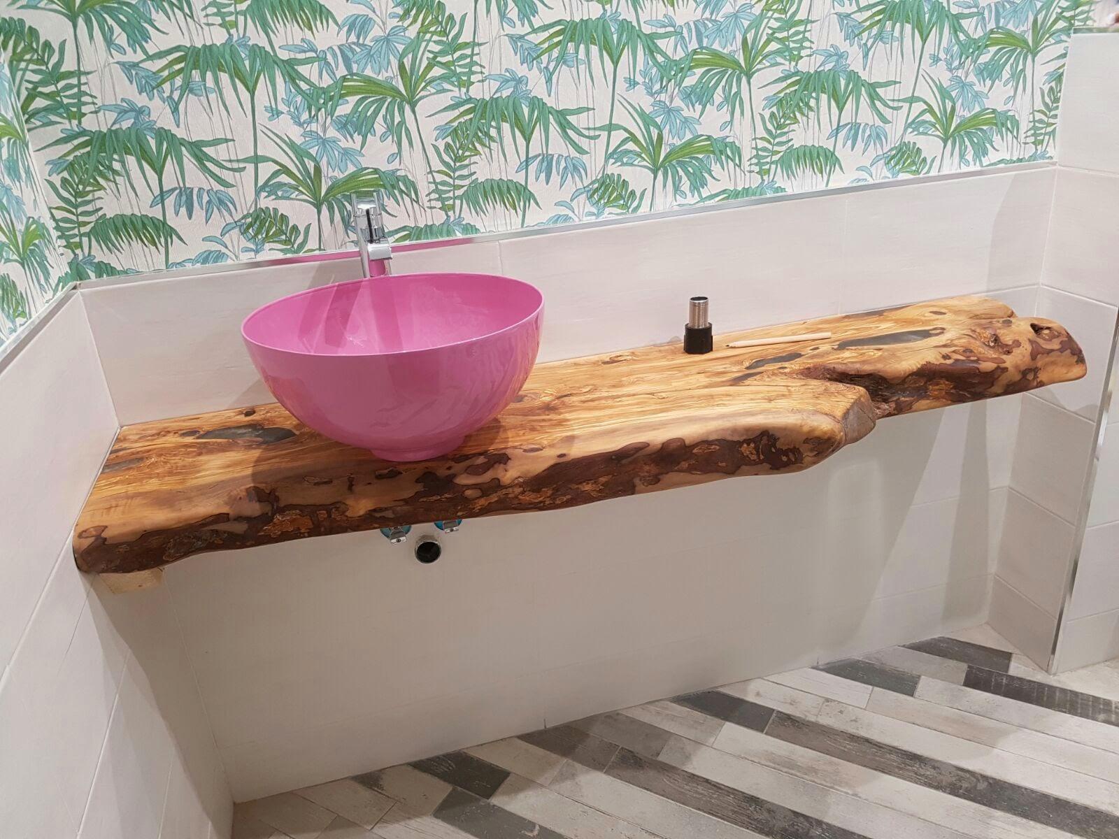 Los muebles de olivo una madera sostenible the green - Encimeras de madera para banos ...